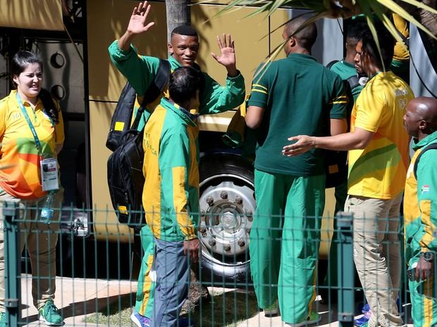 Delegação da África do Sul chega a Brasília e embarca em ônibus em direção a hotel Royal Tulip (Foto: Wilson Dias/Agência Brasil)