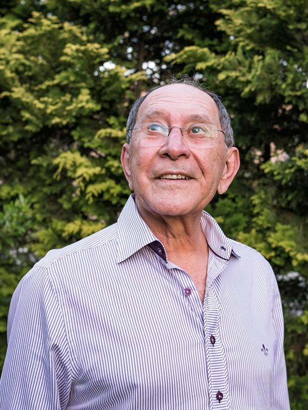 """Irradia, Silvério Há 54 anos ele """"solta a voz no rádio"""". Não há fã de futebol que não conheça ao menos um bordão do """"Pai do Gol"""" – como o que dá título a esta reportagem  (Foto: Enio Cesar)"""
