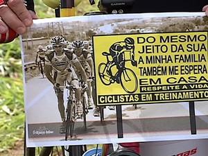 Ciclistas fazem manifestação após morte em rodovia em Uberlândia (Foto: Reprodução/TV Integração)