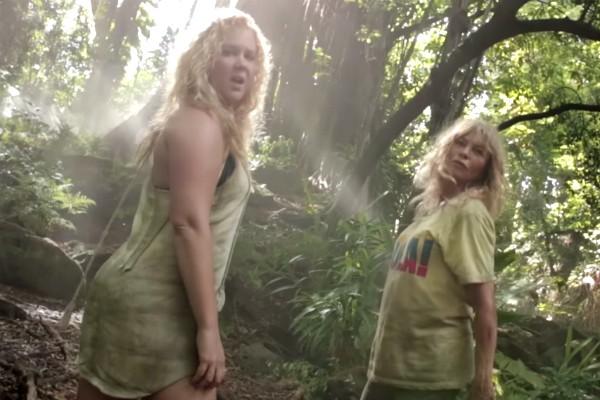 Amy Schumer e Goldie Hawn na paródia do clipe de Beyoncé (Foto: YouTube)