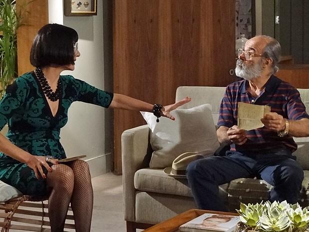Melissa manda Virgílio decorar todo o conteúdo da carta (Foto: Amor Eterno Amor/TV Globo)