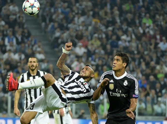 Vidal x Varane - Juventus x Real Madrid (Foto: AFP)