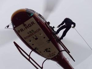 Helicóptero Arcanjo auxilia no resgate em Timbé do Sul (Foto: Hugo Manfrim/Divulgação)