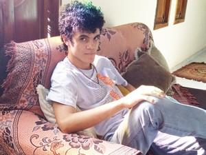 Jovem de 20 anos escreveu o livro Amizade de Caos (Foto: Victor Eugênio de Santana / Arquivo pessoal)