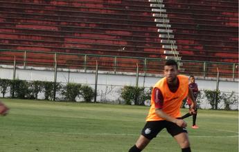 Jonathan é poupado de parte do treino, mas diz que joga contra Vasco