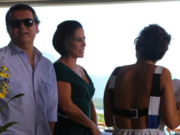 Diretora Maria de Médicis ensaia com Cassio Gabus Mendes e Gloria Pires (Foto: Hellen Couto/Gshow)