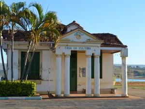 Antigo bangalô se tornou símbolo da resistência da antiga Guapé (Foto: Samantha Silva / G1)