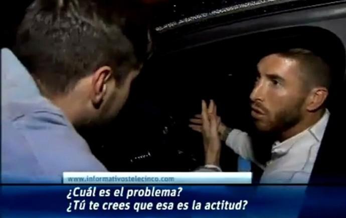 Torcedor cobra Sergio Ramos depois de Barcelona x Real Madrid (Foto: Reprodução)