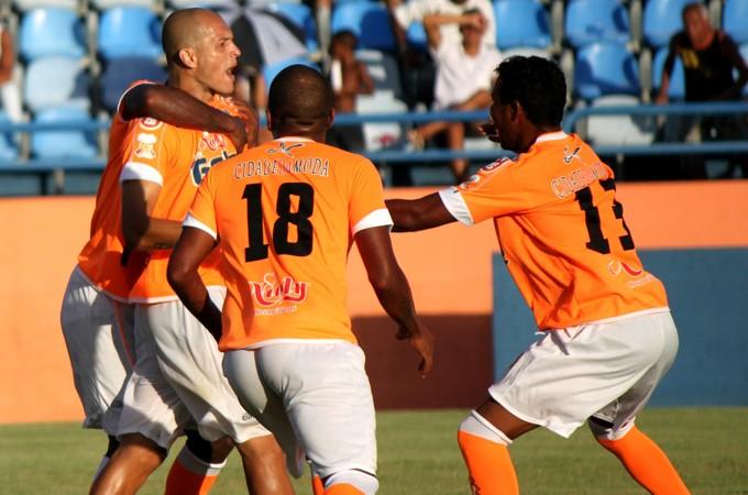 Paulo Henrique comemora gol do Nova Iguaçu sobre o Duque (Foto: Bernardo Gleizer/NIFC)