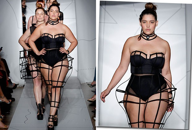 DENISE BIDOT PUXANDO A FILA DE MODELOS DO DESFILE DA CHROMAT (Foto: Getty Images)