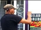 'Geladeira solidária' recebe doação de alimento para moradores de rua no CE
