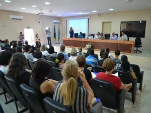 Profissionais da educação municipal e estadual discutem a valorização da categoria, em Ariquemes, RO (Foto: Eliete Marques/G1)