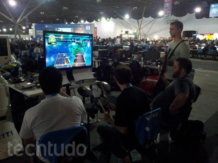Campus Party: partidas de Guitar Hero aproximam os campuseiros  (Foto:  TechTudo/Paulo Vasconcellos)