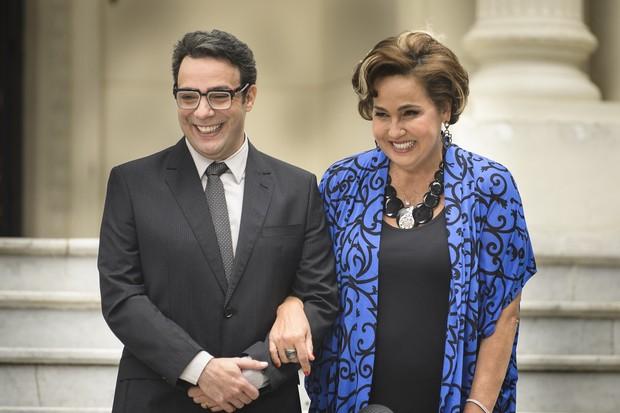 Marcelo Médici e Claudia Jimenez em cena da novela Haja Coração (Foto: Globo/Ramón Vasconcelos)