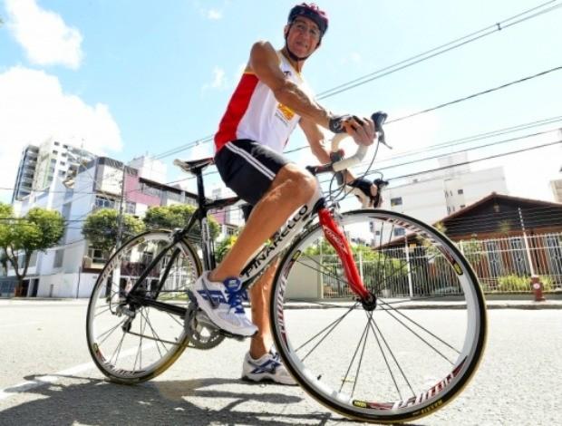 Aos 71 anos, Walmyr Zanotti vai disputar o Triatlo do Exército pela 28ª vez consecutiva (Foto: Bernardo Coutinho/A Gazeta)