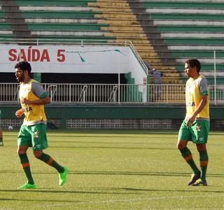 Vilson zagueiro Chapecoense e Rafael Lima (Foto: Laion Espíndula)