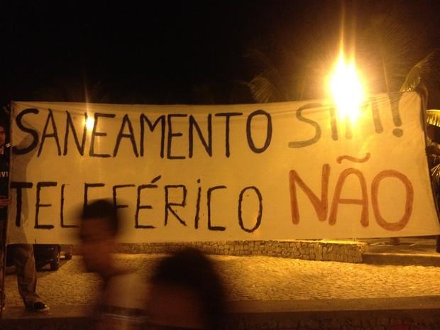 Obras do PAC 2, anunciadas recentemente pela presidente Dilma Rousseff foram contestadas em manifestação. (Foto: Luís Bulcão/G1)