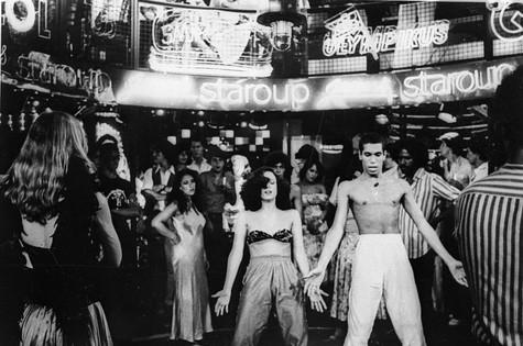 Sônia Braga dançando na novela (Foto: Reprodução)