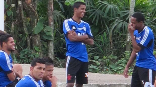 Jogadores Flamengo treino (Foto: Thiago Benevenutte)