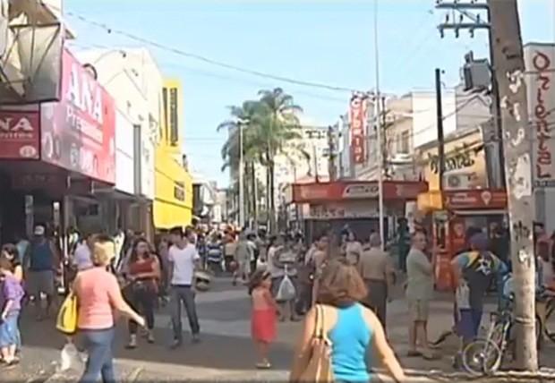 Compras para o Dia dos Namorados é antecipada no noroeste paulista (Foto: Reprodução/ TV TEM)