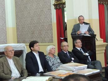 Comissão explica conclusões sobre o caso (Foto: Vitor Tavares/G1)