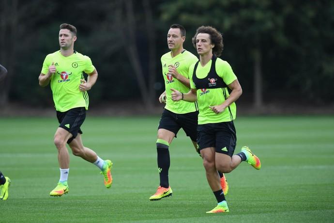 Gary Cahill, John Terry e David Luiz no treino do Chelsea (Foto: Reprodução do Facebook do Chelsea)