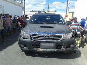 Carro utilizado pelos bandidos (Foto: Flávia Teles)