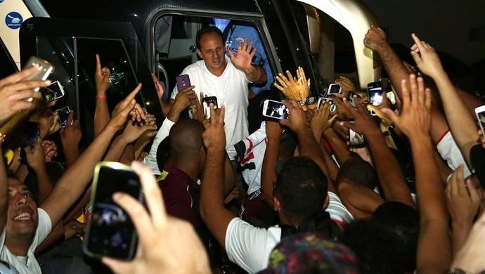 Rogério Ceni desembarque São Paulo Maranhão (Foto: Rubens Chiri/saopaulofc.net)
