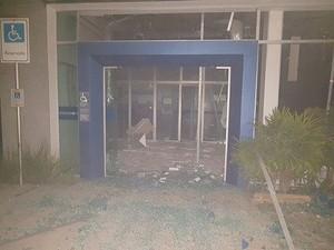 Agência foi explodida nesta quinta-feira (30) em Lagoa da Prata (Foto: Polícia Militar/Divulgação)