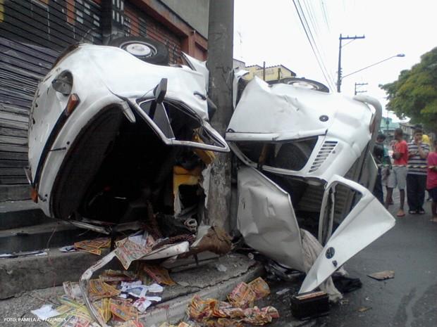 Acidente aconteceu no início desta amanhã na Avenida Itaquera, na Zona Leste (Foto: Pamela Antonio Fagundes/VC no G1)