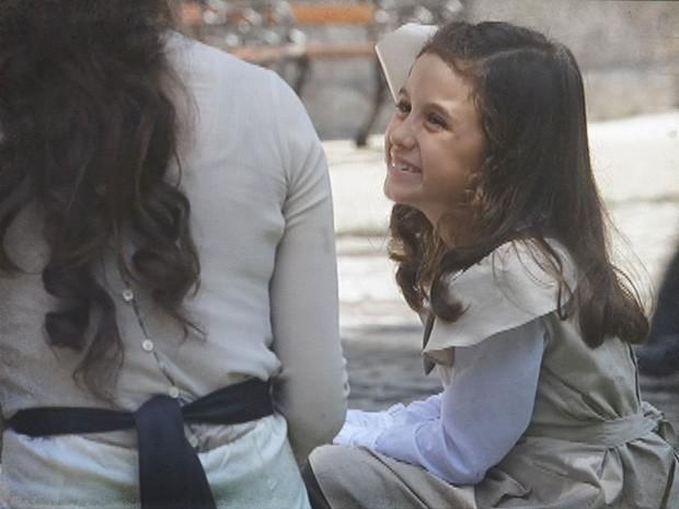 Melissa conta que está aprendendo a ler com o pai (Foto: Lado a Lado / TV Globo)