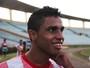 Autor de gol redentor, Cinelton deixou emprego por última chance no futebol