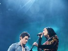 Katy Perry e John Mayer se beijam durante apresentação