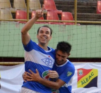 Adriano Louzada, atacante do Atlético-AC (Foto: Nathacha Albuquerque)