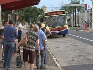 Corredores de ônibus funcionam dos dois lados da avenida Alberto Andaló (Foto: Reprodução/TV TEMSão José do Rio Preto, Rio Preto, Araçatuba, São Paulo, jornalismo)