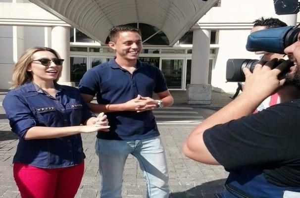 Naty Graciano grava reportagem sobre as compras dos solteiros (Foto: Arquivo Pessoal)