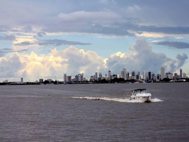 Da Ilha do Combu, é possível avistar quase toda a orla da capital paraense (Foto: Ingrid Bico/G1)