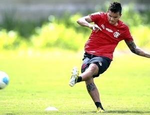 Ramon no treino do Flamengo (Foto: Alexandre Cassiano / Ag. O Globo)