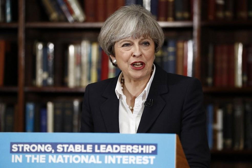 Primeira-ministra britânica, Theresa May, fez um pronunciamento nesta segunda-feira (5) sobre os atentados  (Foto: Odd Andersen / AFP)