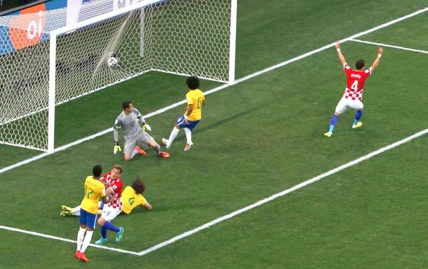 Marcelo faz gol contra jogo Brasil x Croácia Copa do Mundo (Foto: Reuters)