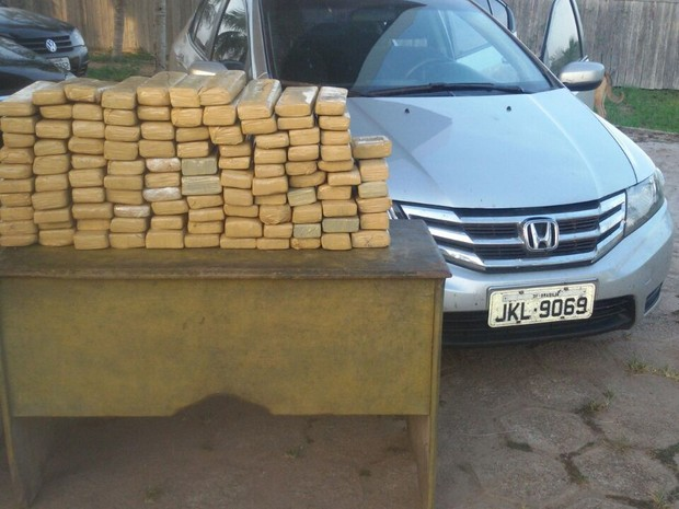 Polícia Militar apreendeu 111 volumes de maconha prensada na rodovia PA-150, em Tailândia, no Pará (Foto: Ascom/PM)
