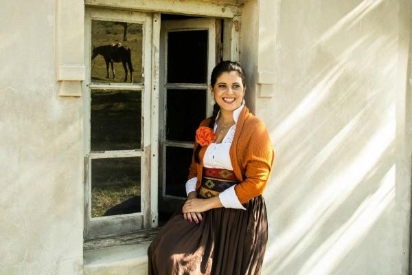 Shana Müller é a primeira mulher a apresentar o Galpão Crioulo (Foto: Gustavo Vara)