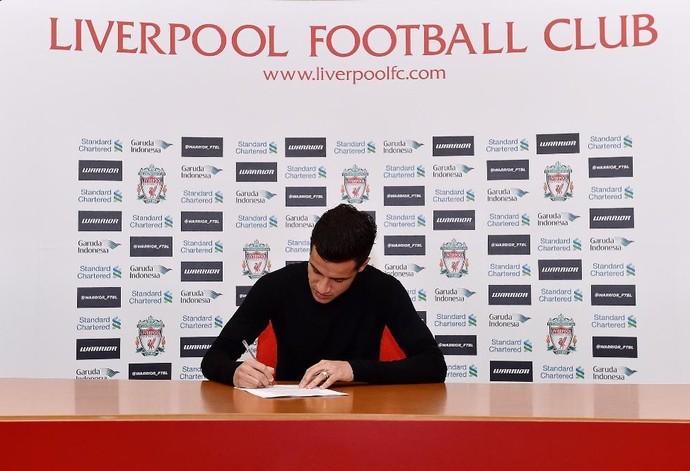 Coutinho prorroga contrato com o Liverpool (Foto: Twitter Liverpool)