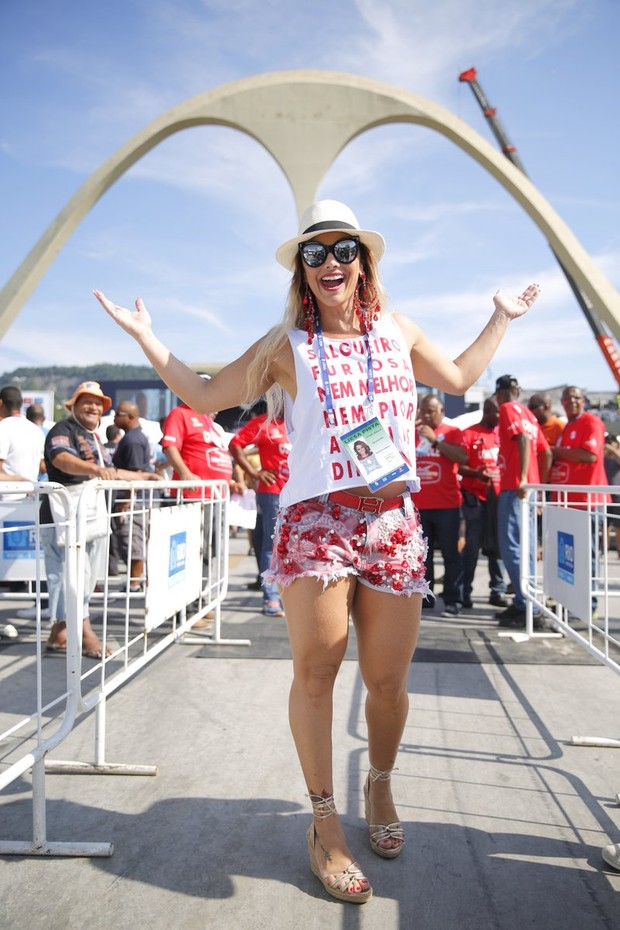 EGO - Viviane Araújo fica sem voz após maratona de carnaval ... c1f03242f6
