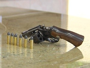 Arma usada pela idosa para ameaçar o gerente (Foto: Reprodução / TV Tem)
