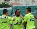 Figueirense chega a acordo e renova contrato com o meia Carlos Alberto