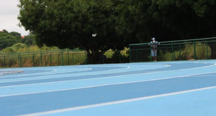 Pista Olímpica de Atletismo da Ufpi (Foto: Stephanie Pacheco)