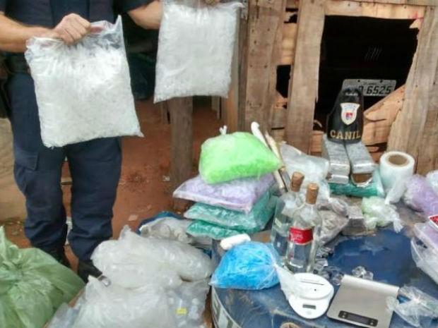 Maconha, crack, cocaína e lança-perfume foram localizados no São Camilo (Foto: Divulgação / GCM)