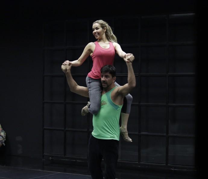 Leona Cavalli no seu primeiro ensaio do 'Dança' (Foto: Artur Meninea / Gshow)
