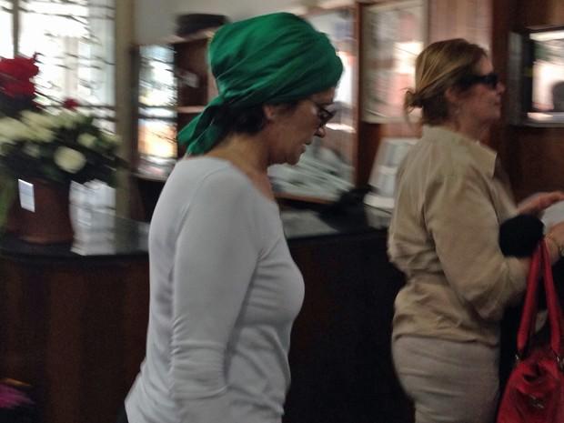 A atriz Rosamaria Murtinho também esteve no velório de João Araújo neste sábado (30) (Foto: Cristiane Cardoso/G1)